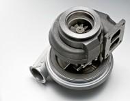 Nieszczelność turbosprężarki może zakończyć się zassaniem oleju silnikowego przez motor i jego rozbieganiem. Skutkiem jest najczęściej zniszczenie silnika. Fot. Fotolia