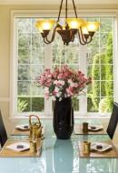 stół, jadalnia, kwiaty Fot. Fotolia