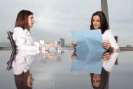 biuro, kobiety, praca, biznes, rozmowa/ fot. Fotolia