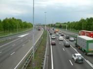 Czy można odliczyć VAT naliczony przy zakupie przejazdu autostradą oraz usługi parkingowej w podróży służbowej