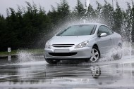 Jak pozbyć się wilgoci z samochodu? Fot. Fotolia